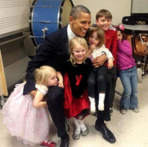 obama-with-sandy-hook-kids