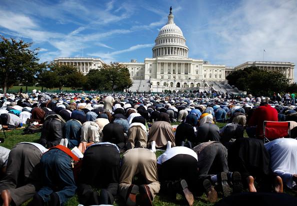 20130205_muslims_pray_capitol_large1
