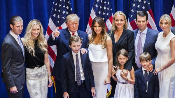 la-donald-trump-poses-with-family-after-candidacy-announcement-20150616